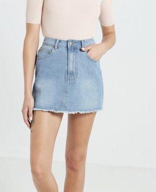 🚚 Light Wash Denim Skirt with Pockets Basic Denim Skirt