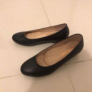 🚚 上班族👩💼櫃姐最愛低跟包鞋🥿