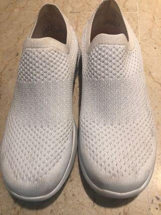 White ladies' sneakers with glitter thread