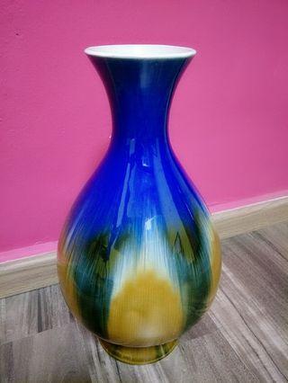 🚚 Decorative Vase