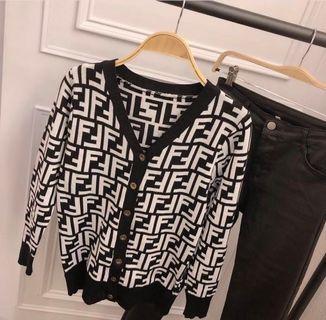 🚚 轉售 正韓英文字母針織外套💕 #半價衣服拍賣會