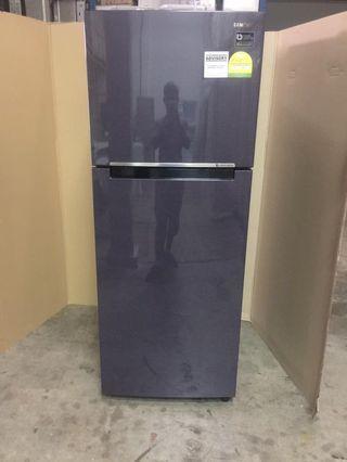 Samsung fridge 2dr 384L $350