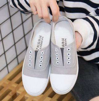 Slip on sneakers in grey