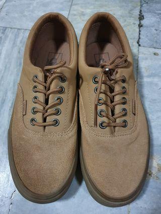489e565785 vans shoes for men box