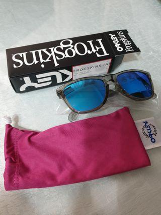 New Authentic Oakley Frogskins Sunglasses