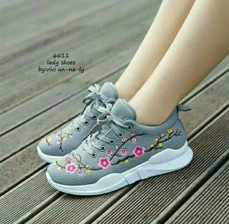 Sepatu Sneaker Bordir Bunga Tali Cantik