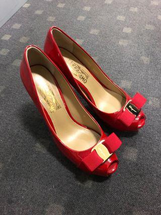 🚚 100% Authentic Ferragamo peep toes Heels size 8 D