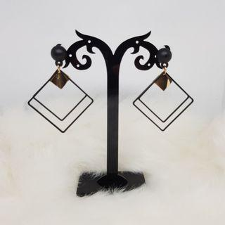 🚚 Black Square Earrings with Rubber Stud