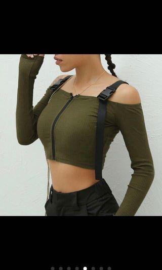 🚚 歐美風軍綠色前拉鍊工裝感背帶一字領 #半價衣服拍賣會