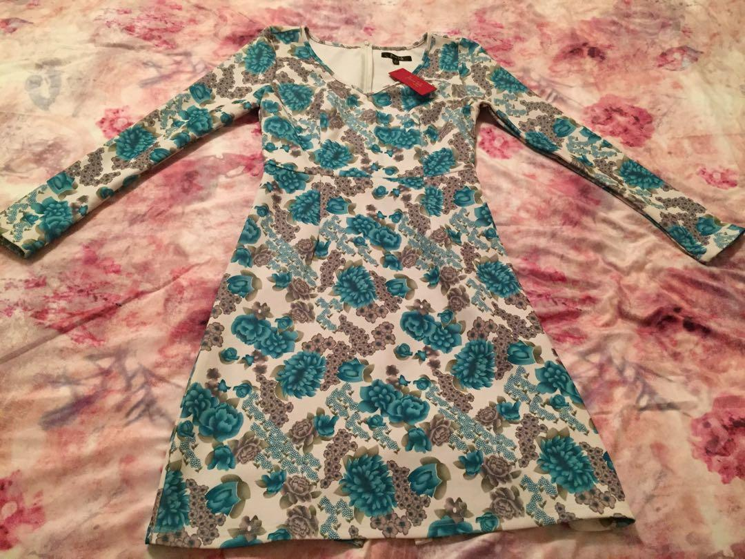 Beautiful floral dress - never worn - tag still attached