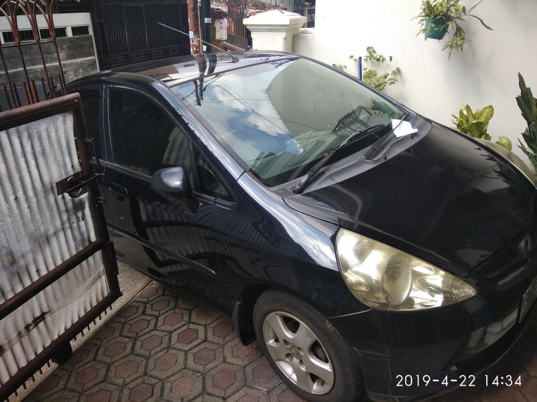 Mobil jazz 2004 idsi matic hitam