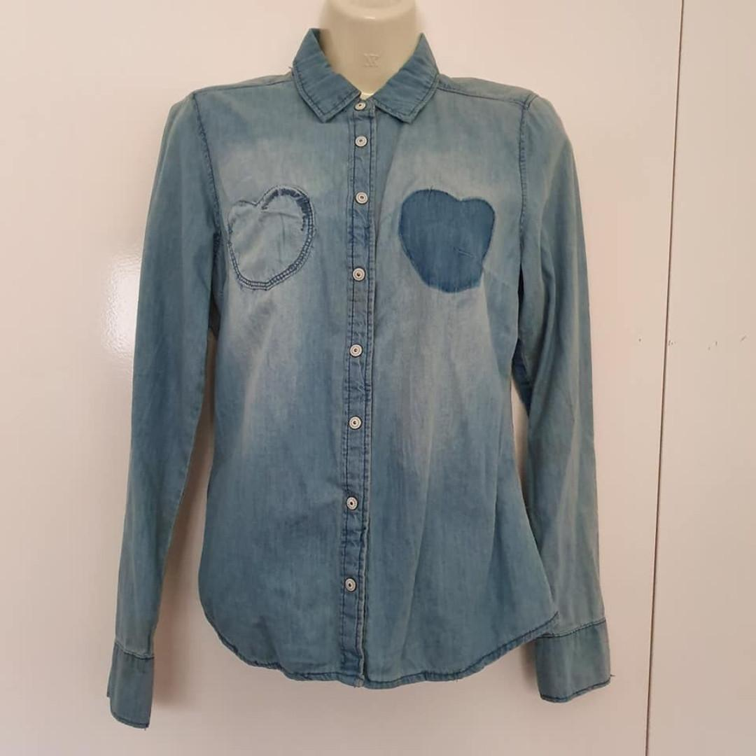 Size S fits about 8 Vgc Free Fusion Target denim chambray snap button shirt