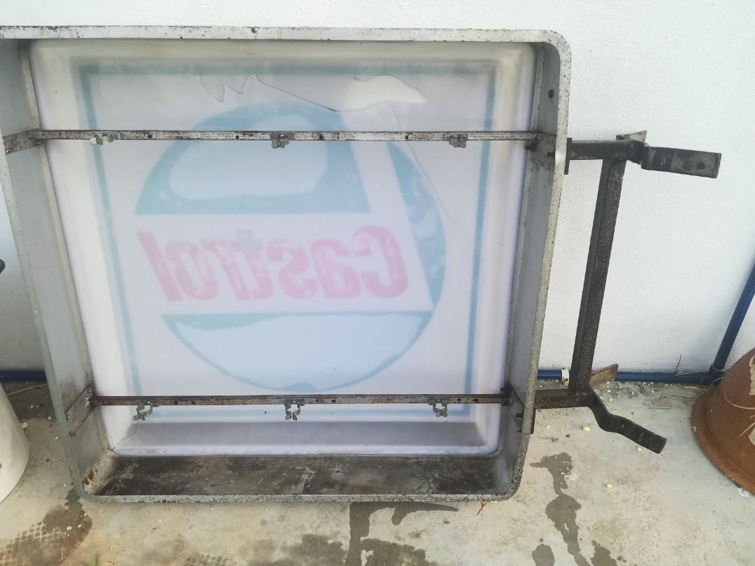 vintage castrol lightbox sign