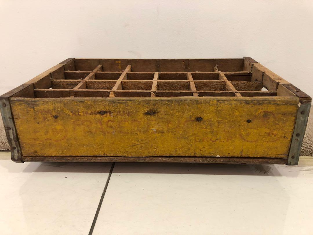 Vintage drink bottle wooden crate (旧汽水瓶木箱)