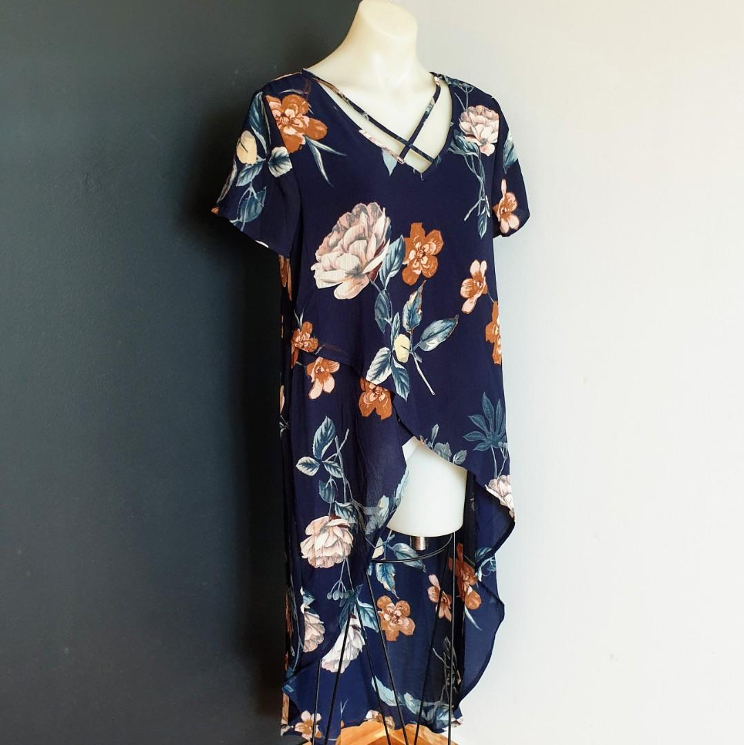 Women's size 10 'GRACE & CO' Stunning navy floral print hi-low tunic top -AS NEW