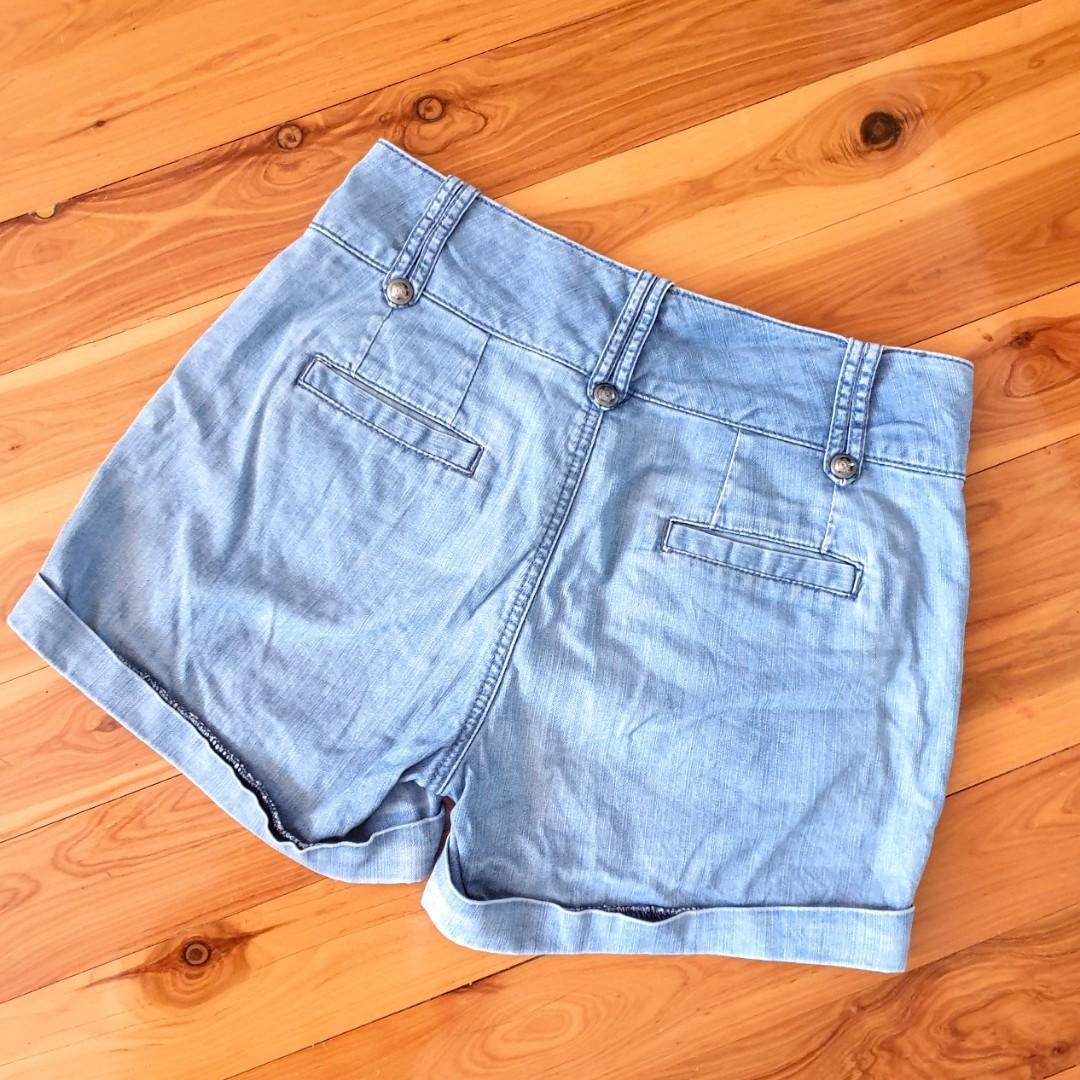 Women's size 10 'WITCHERY' Gorgeous blue denim shorts - AS NEW