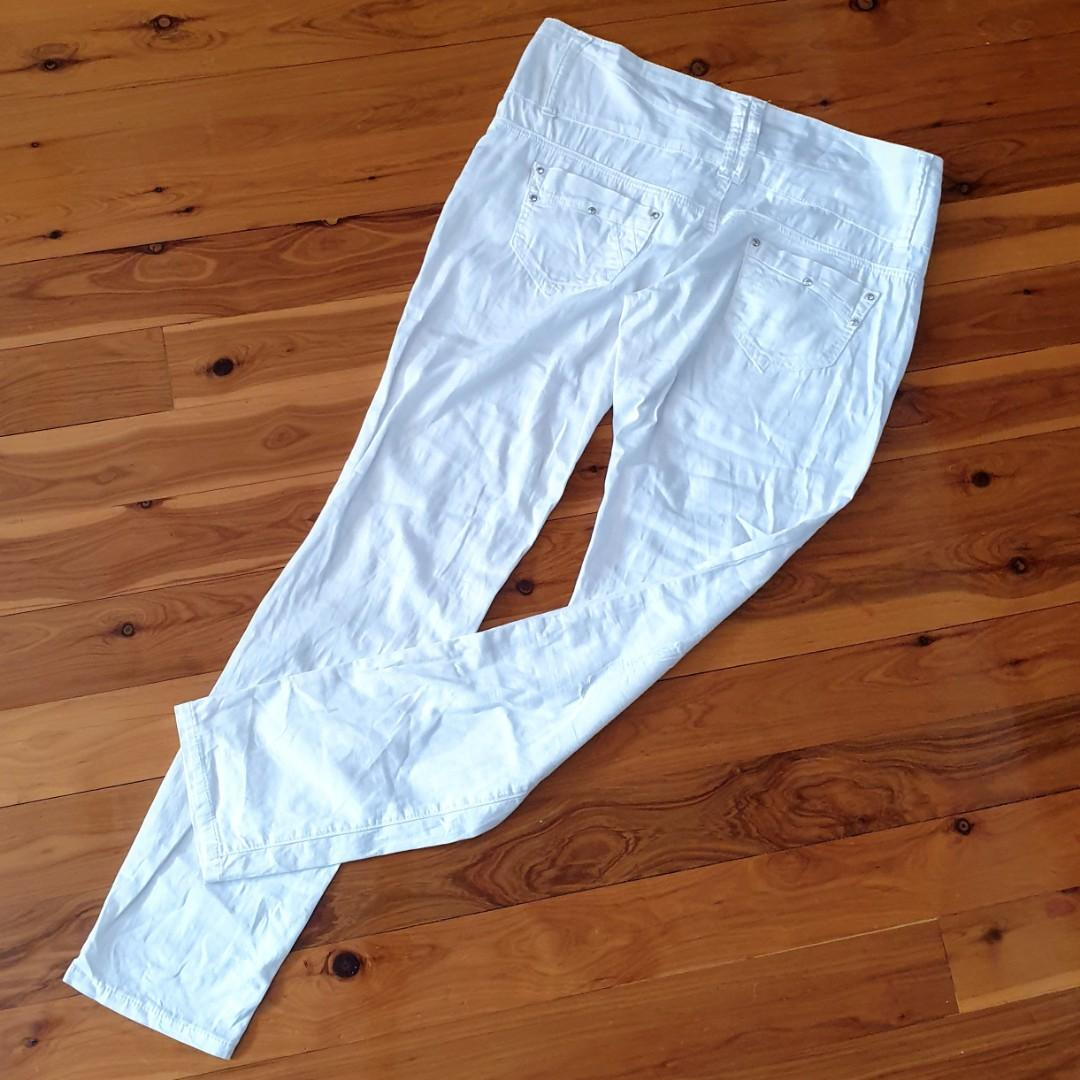 Women's size 29 'MISS CURRY' Gorgeous distressed white jeans with diamantes - AS NEW