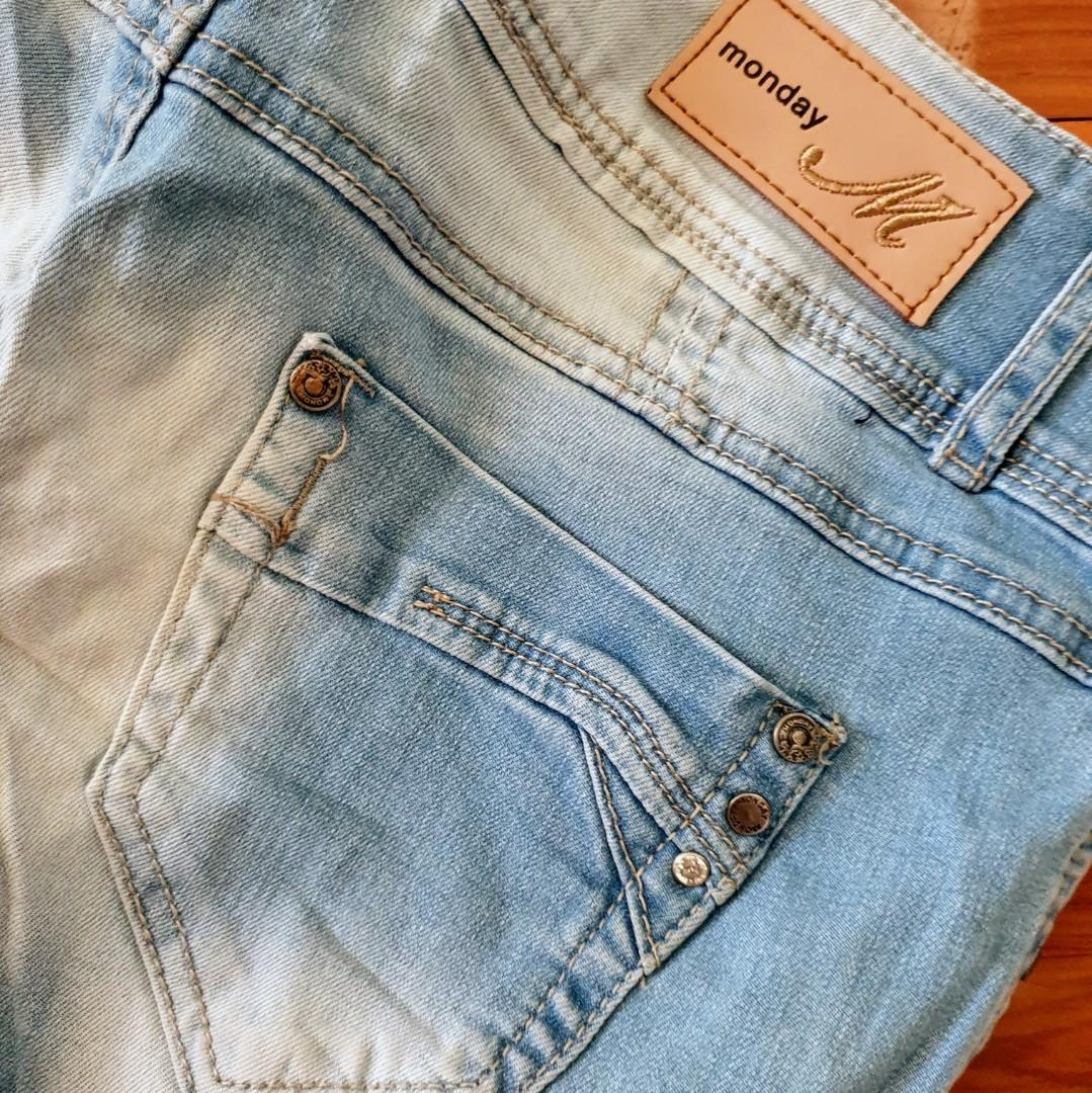 Women's size 38 = 10  'MONDAY DENIM' Stunning washed out 3/4 capri jeans - AS NEW