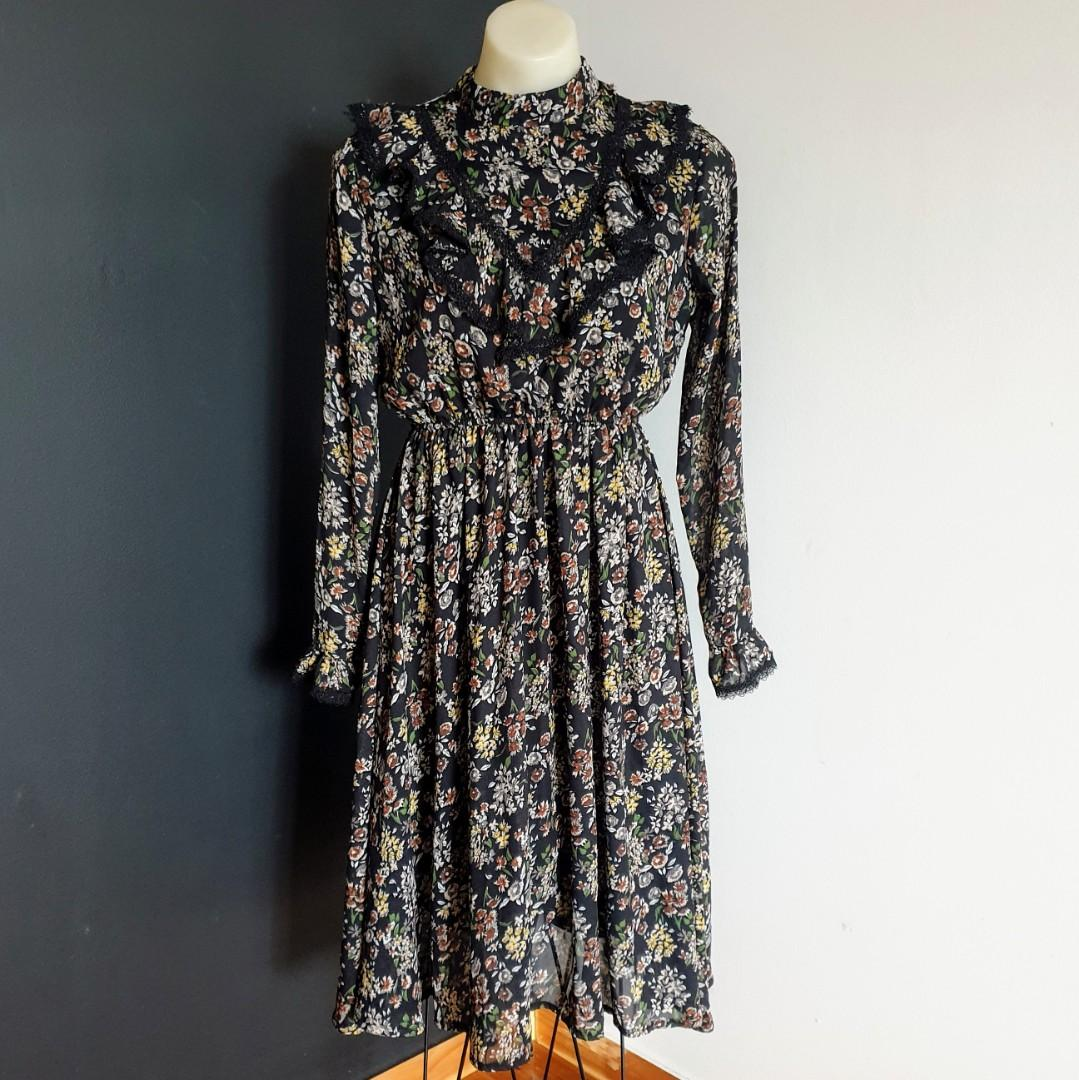 Women's size M 'LO.V.E' Stunning victorian style high neck long sleeve dress - AS NEW