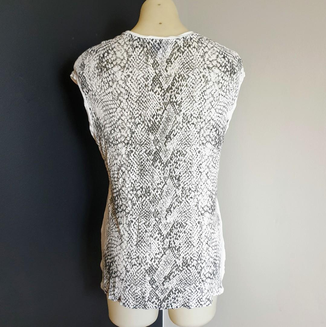 Women's size M 'WITCHERY Stunning snakeprint sleeveless casual top - AS NEW