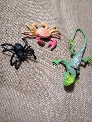 🚚 Palm sized insects - Chameleon, Spider, Crab
