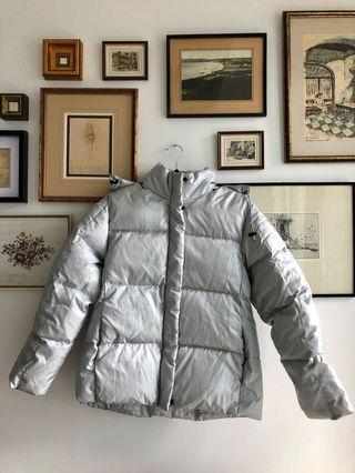 90's silver puffer jacket - size M