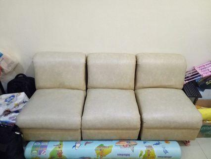 Kursi sofa 3 seater
