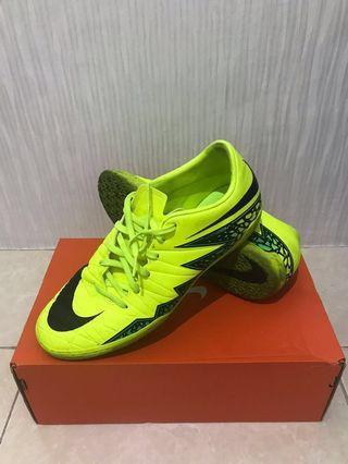 Sepatu Futsal Nike Hypervenom Phelon II IC, sepupunya Nike Mercurial 😁