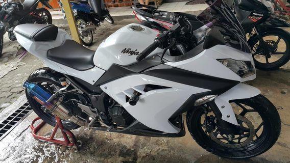 Motor Kawasaki Ninja FI 2013 white