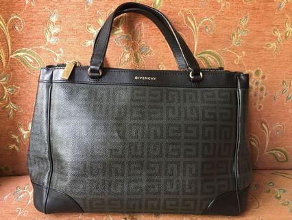 GIVENCHY Bag 💯 authentic (preloved)