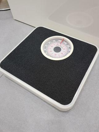 Almost New Weighing Scale
