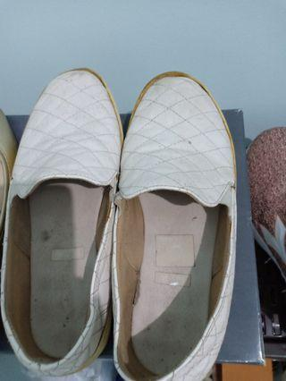 #cintaibumi Sepatu Slip On Putih