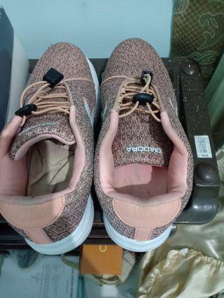 #cintaibumi Sepatu Kets Diadora warna Peach