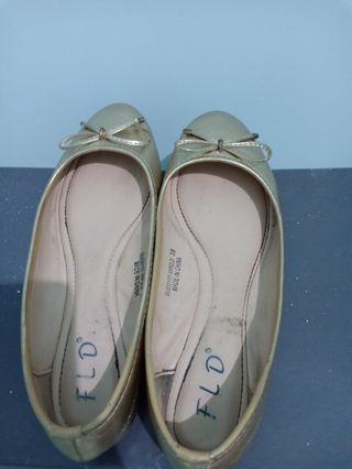 #cintaibumi flatshoes warna gold