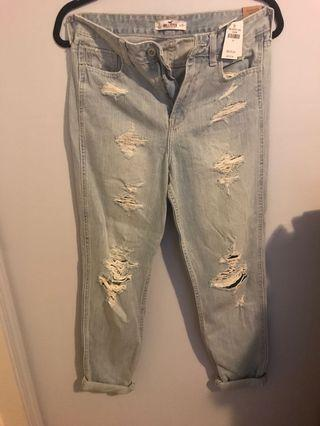 BNWT Hollister Boyfriend jeans size 3