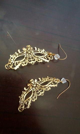 Mask earring