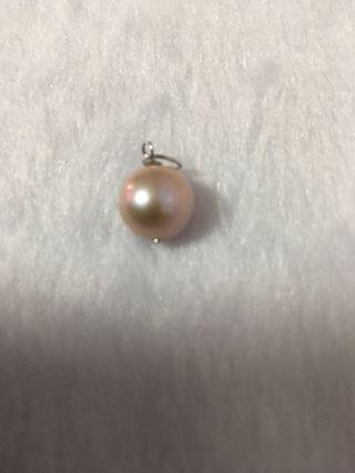 Pearl pendant with silver