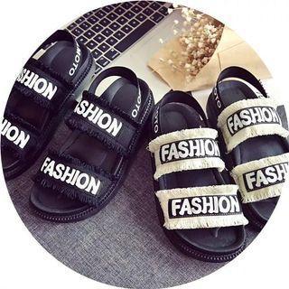 就是最便宜_韓瘋必備英文字母造型鬆糕涼鞋款