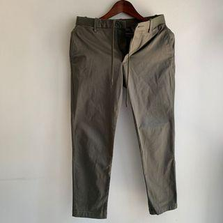 Uniqlo ezy ankle Pants (army green)