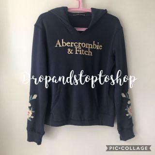 Abercrombie and Fitch a&F floral embroidered hoodie in navy 寬鬆衛衣