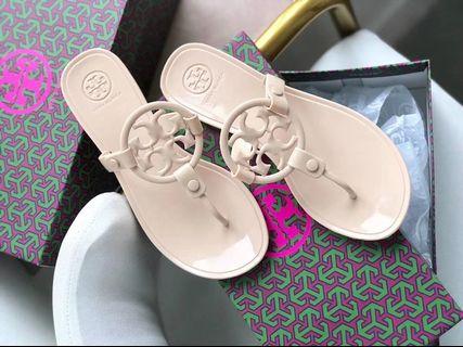 61be3d2ed tory burch sandals