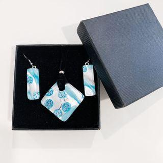 🚚 Glass earring and choker set