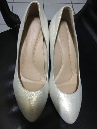 轉賣 二手 bonjour  美腿婚鞋氣墊尖頭高跟鞋 7cm 鞋號24.4號