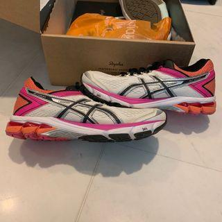 ASICS GT 1000 women's sneakers / lightly used / US7