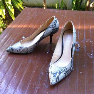 Charles and Keith stiletto heels Size 40. In good condition.