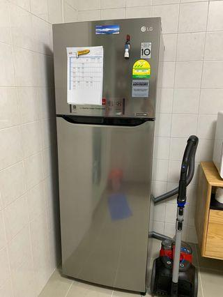 Cheapest on Carousell LG Platinum Silver Like New Fridge 312L