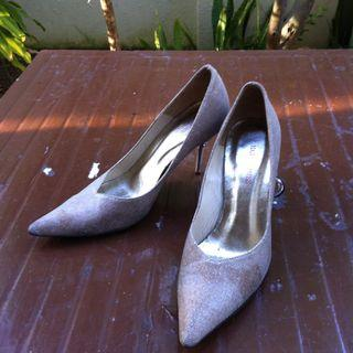 Hardy Amies of London stiletto heels Size 40 or 25 1/2. In good condition.