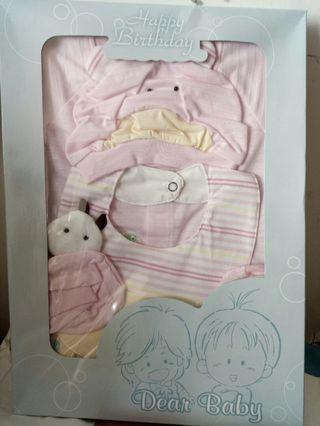🚚 全新女寶長頸鹿兔裝新生彌月禮盒