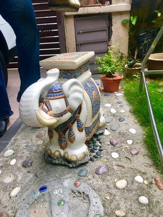 Elephant stand table deco