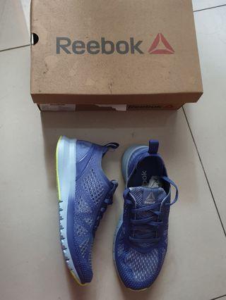 Sepatu Reebok (running/fitness/jogging)
